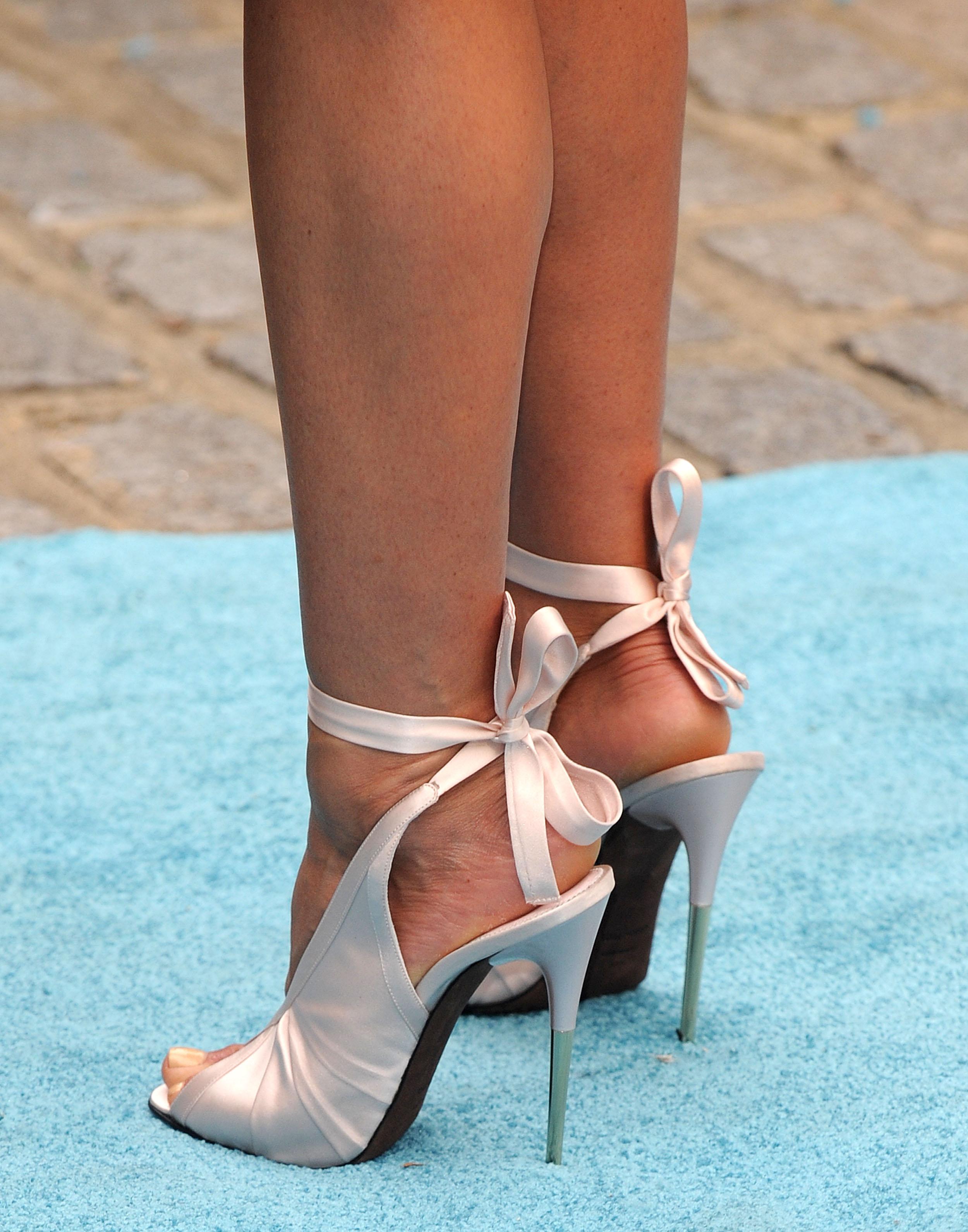 Especial jeniffer aniston p s famosos - Jennifer aniston barefoot ...