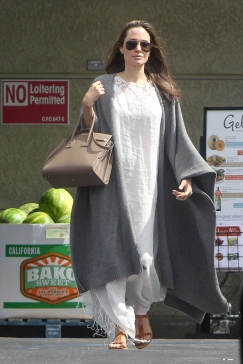 *PREMIUM EXCLUSIVE* Los Feliz, CA - Hollywood's most famous family, the Jolie-Pitts, made a trip to Gelson's Market. Brad and Angie took Shiloh, Vivienne and little Knox to help them with the groceries for 4th of July Holiday lunch. Angelina stunned, once again, sharing a pretty smile with our cameras, wearing a maxi white dress with a gray duster on top and brown leather sandals, while Brad kept it simple with a cool Fedora, white tee and khakis matching his beige suede booties. Shot on 07/04/16 AKM-GSI July 06, 2016 To License These Photos, Please Contact : Maria Buda (917) 242-1505 mbuda@akmgsi.com sales@akmgsi.com or Mark Satter (317) 691-9592 msatter@akmgsi.com sales@akmgsi.com www.akmgsi.com